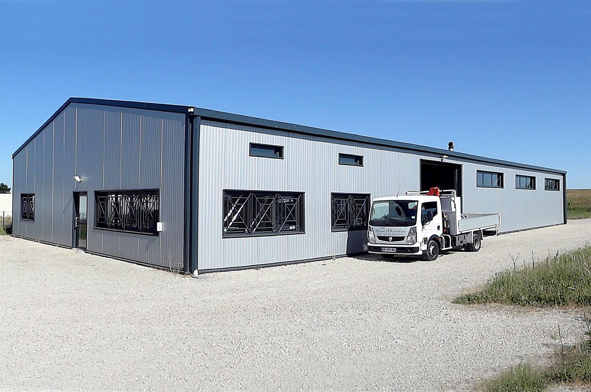 Ateliers ferronnerie accueil bureaux for Photo batiment